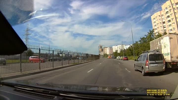 Утреннее ДТП между Хондой и Мерседесом на пересечении Шуваловского и Авиаконструкторов