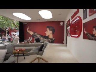 """[Видео] 210718 Магазин с рекламой Джексоном для наушников """"Beats by Dre"""" в аккаунте на Weibo."""