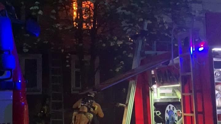 В 02:15 в Приморском районе на Камышовой загорелась квартира на втором этаже в доме 6/4 Никто не...