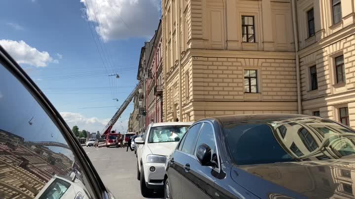 На Фонтанке 119 пожарные выломали окно и влезли в квартиру. Жести нет.