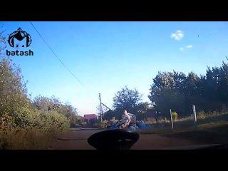 Охранник останавливает нарушителей на колёсах собственным телом