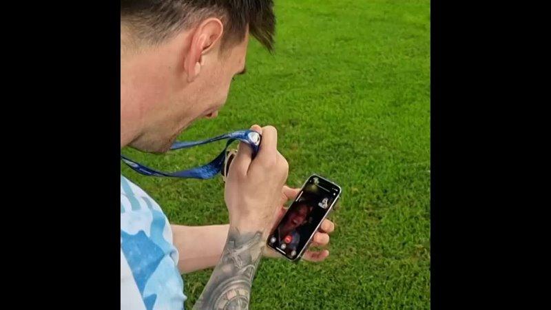 Chamada de Messi com Antonella e filhos após conquista da copa América