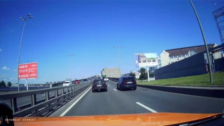 Хорошая погода, Малоохтинский мост, небольшой трамплин и паровоз из 4 машин.