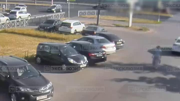 Видеозапись аварии между Hyundai Туссан и Фокусом на перекрестке Северного и Вавиловых. Новость ране...