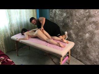 Порно массажист довел молодую суку до оргазма (секс массаж ебля новинки 2020 порнуха порнушка кончила малышка милаха тян бейба)