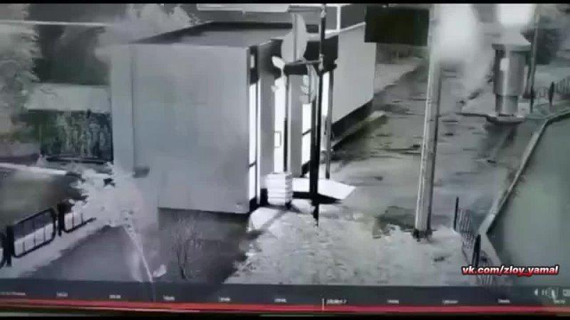 Вандал рушит остановку в Лабытнанги Злой Ямал