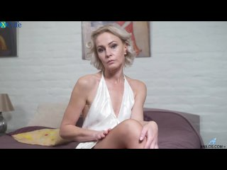 Horny blonde cougar Artemia gets her mature pussy fucked doggy