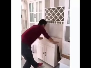 Симпатичный раскладной кухонный стол.