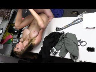Angel Youngs поймана и отъёбана охранником в бутике Big Natural tits 18+