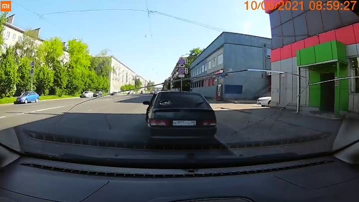 Как сегодня полицейские поворачивая налево [https://vk.com/wall-68471405_15210459 сбили мотоциклиста...