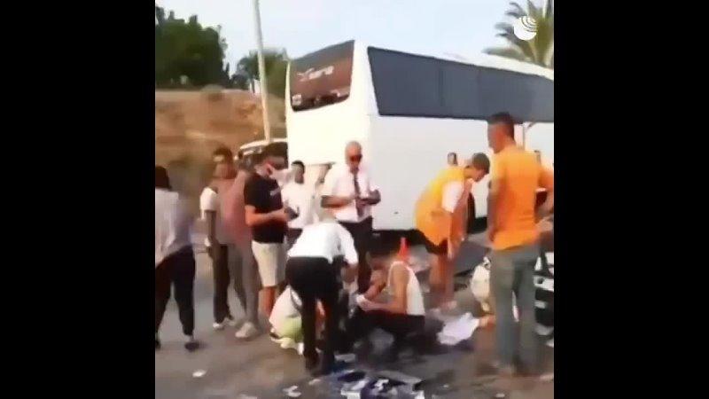 В Турции перевернулся автобус с российскими туристами По последним данным погибли три человека пятеро получили тяжелые трав