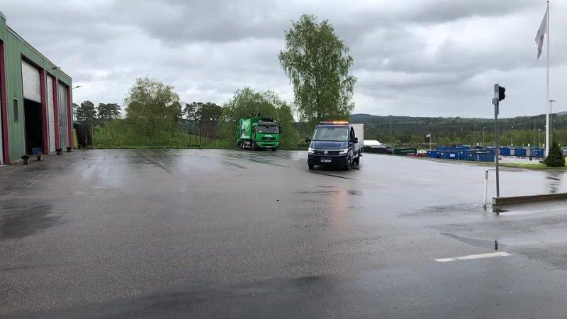Klaravik Sverige Köp Lätt lastbil VW Crafter fassi kran bakgavellyft på Klaravik