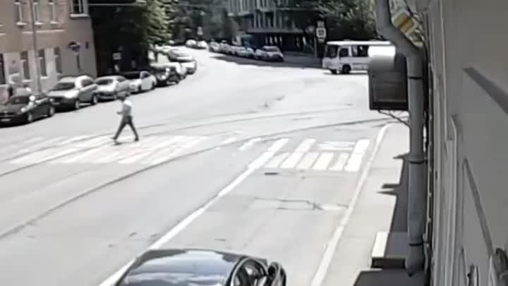 """""""Сегодня, 21 июня на перекрёстке Чапаева и Большой монетной водитель на чёрном BMW Х6 на большой ско..."""