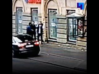 В центре Петербурга избили и ограбили артиста балета Михайловского театра
