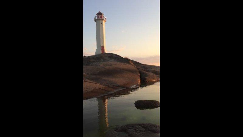 Самые красивые закаты конечно морские а морской закат у маяка это самое настоящее волшебство