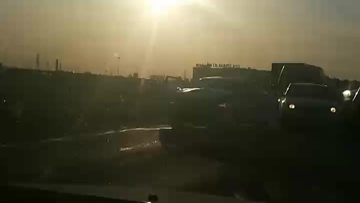 Лобовое с такси,в ЖК Цветной город