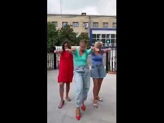 Девчонки зажигают...)))