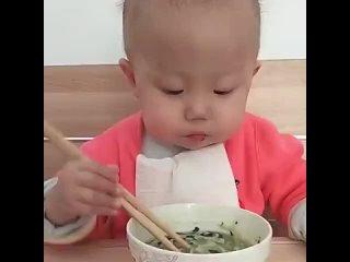 Малыш и палочки