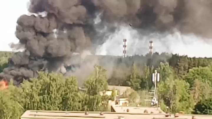 Пожар в заброшенных автомастерских город Ломоносов.