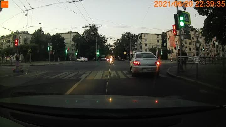 Перекрёсток Новочеркасского и Таллинской, так у нас на велосипедике ездят