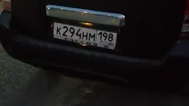 Неравнодушные люди не дали похитить парня, которого силой затаскивали в машину, со словами, что все ...