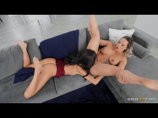 Cali Carter and Vina Sky - Wet And Wild Dinner Party [Lesbian]