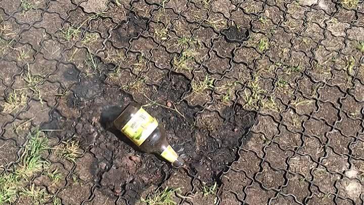 Брошенная бутылка может сработать как линза и стать причиной пожара. Не мусорите