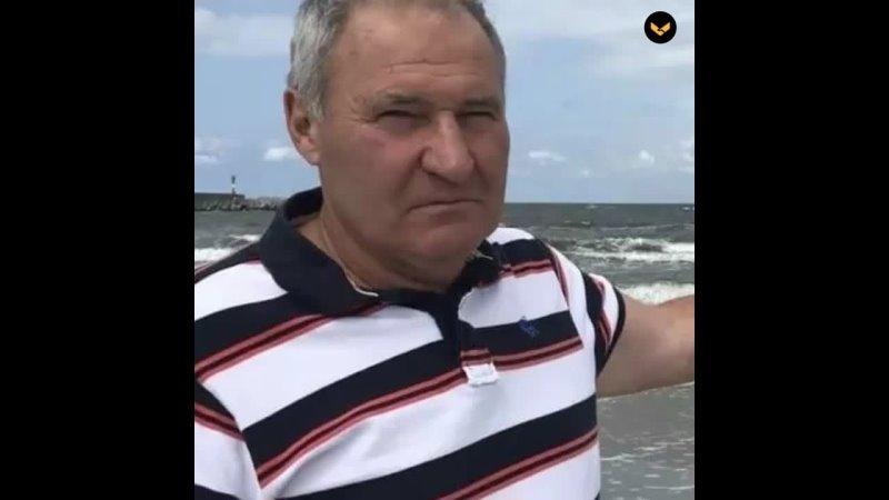 В Балтийске мужчина спас четверых смельчаков которые решили искупаться в шторм и едва не погибли