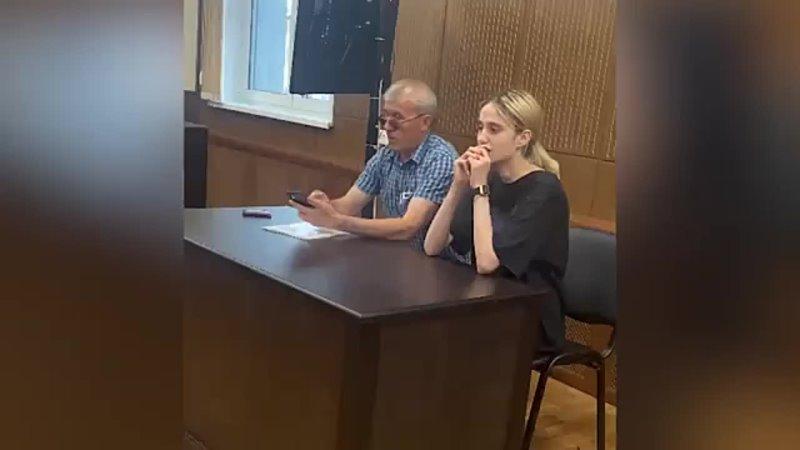 Видео из суда с москвичкой сбившей насмерть детей