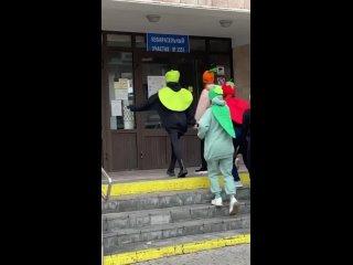 На выборы в одном из участков Екатеринбурга пришли...