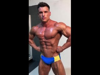The amazing physique of @guillemcb88 , Fitness Model champion of @