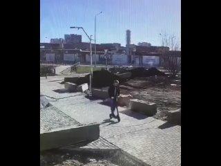 Самокатчик в Екатеринбурге чудом выжил