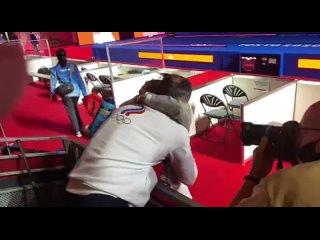 Глава российского олимпийского комитета Станислав Поздняков радуется победе дочери в Токио..mp4