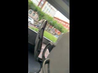 показала себя в автобусе