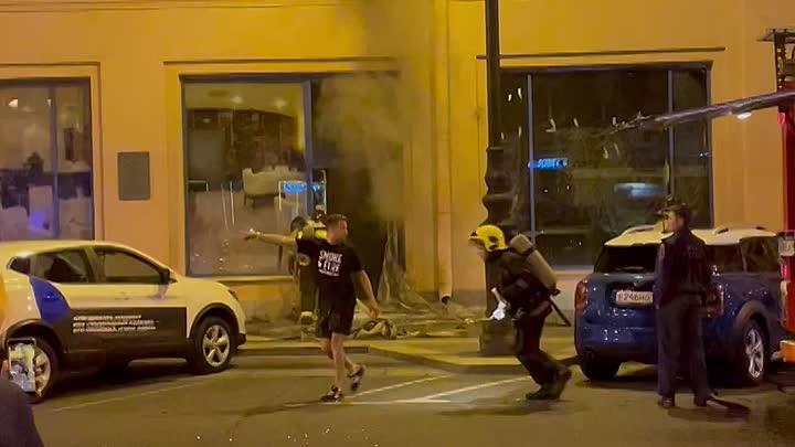 Пожар в отеле Акаян на Восстания 19 .