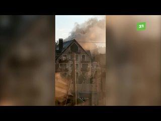 На Увильдах все еще не могут потушить горящий отель депутата Заксобрания.