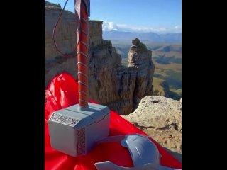 Сами Боги спускаются на плато Бермамыт⛰⠀Плато Бермамыт - часть хребта Большого Кавказа, переводится как «кривое колено».Камен