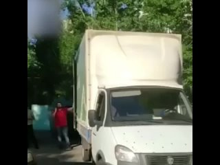 Сотрудники Леруа Мерлен побили местого жителя за замечание