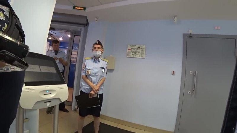 Мусорша Плешивая тупит в Втб банке Вызвали Росгвардию