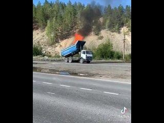 Горит кузов грузовика