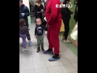 В поликлинике детской городской больницы № 15 выст...