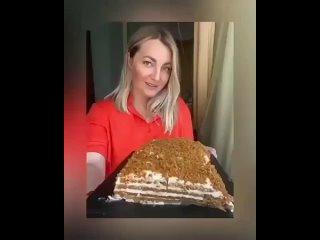 Медовик без раскатки коржей (ингредиенты в описании видео)