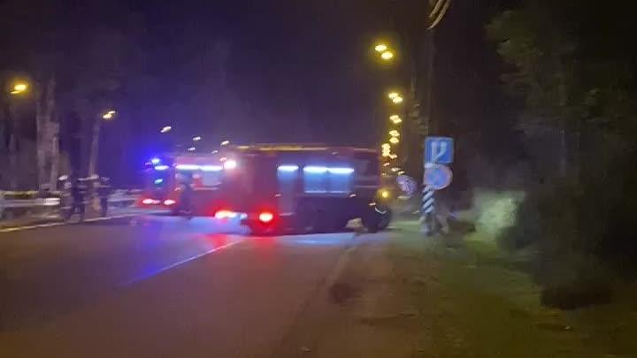 В сторону Питера на Мурманском шоссе, фура решила полежать, после того, как у нее лопнуло колесо, и ...