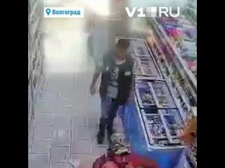 Житель Волгограда и пойманный им 35-летний педофил полгода работали вместе.mp4