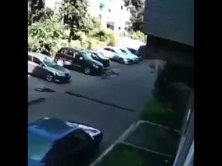 Момент спасения ребенка, выпавшего из окна в Новокузнецке