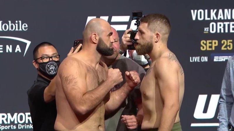Шамиль Абдурахимов vs Крис Дакас Битва взглядов перед UFC 266