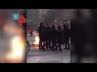 Тысячи антифашистов устроили погром в ФРГ из-за ареста сторонницы