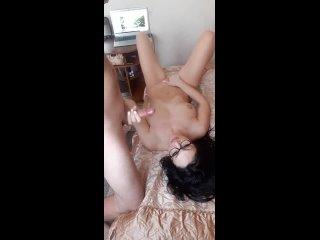 отборное частное порно - молодая худая голая в очках под музыку сосет член дрочит клитор писю сосет ласкает себя за грудь