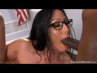 Jennifer White in Dogfart (Blacks On Blondes)