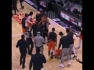 Патрик Беверли толкнул Криса Пола в спину
